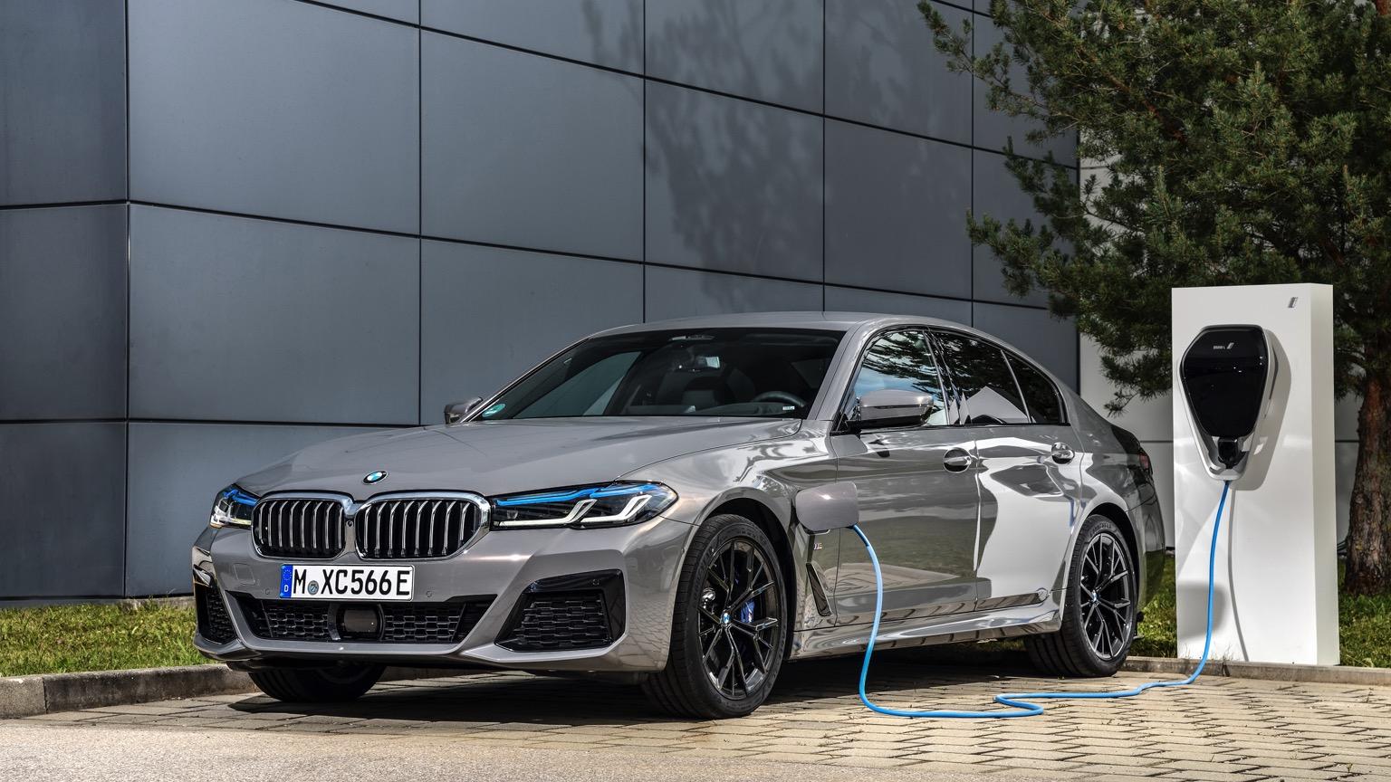 BMW 545e xDrive Sedan (2020)
