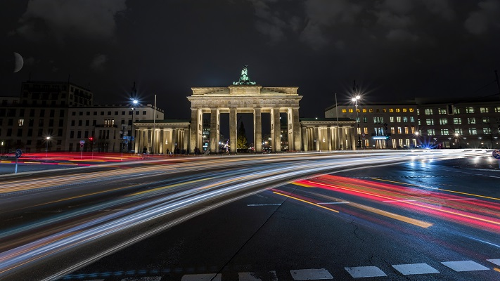 berlin brandenburg gate at night with lights and traffic - germany - ev charger incentives guide - wallbox