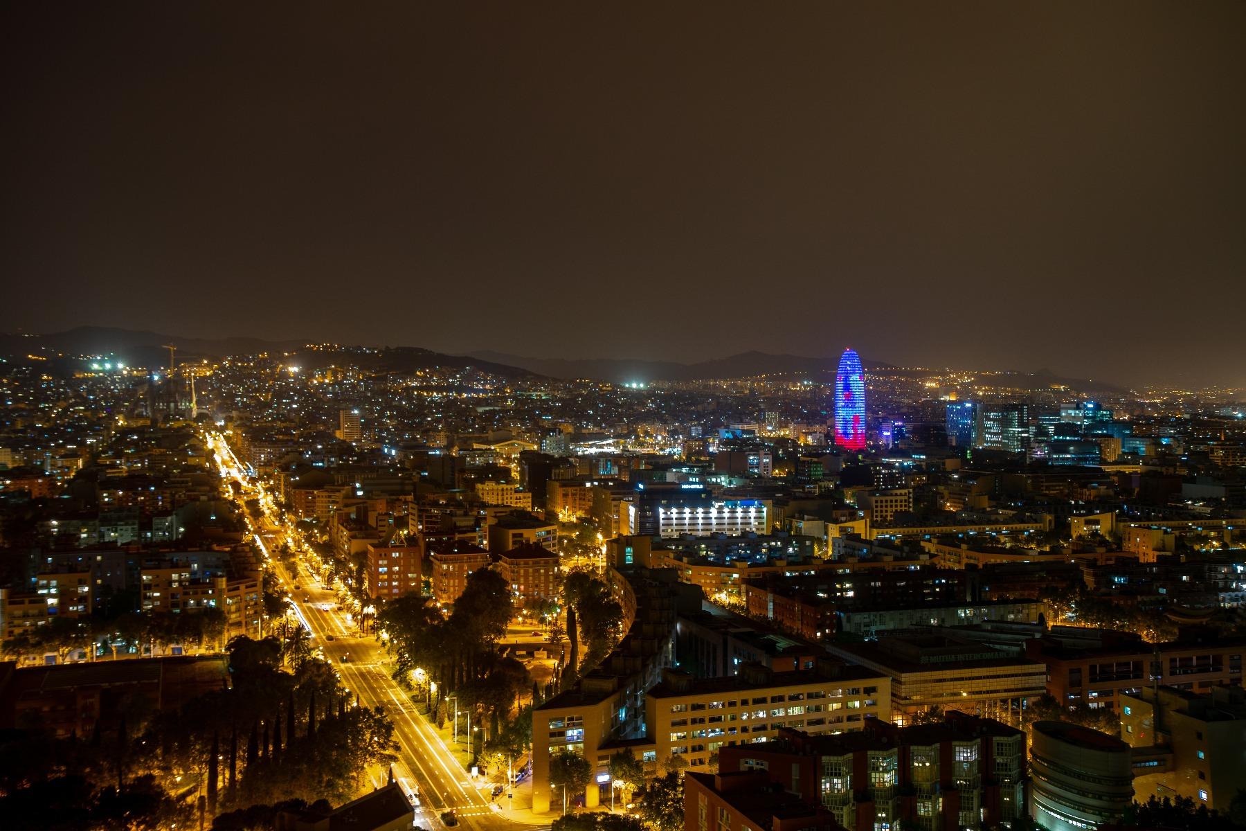 barcelona emobility by night